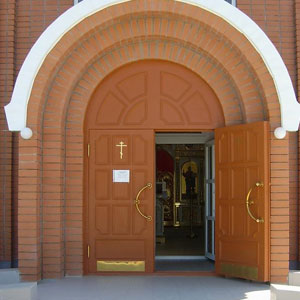Входные двери в храм