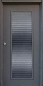 Глухая противопожарная дверь с вентиляционной решеткой ДМП 01 №36 EI60 вид снаружи