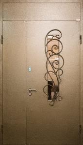 Входная дверь в дом М75 вид снаружи
