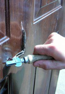 Пример некачественной двери